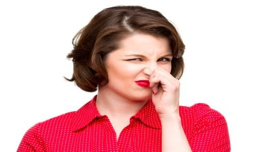 Kinh nguyệt có mùi hôi tanh như trứng thối là bệnh gì